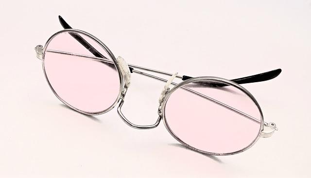 יחס נכון למשקפי ראייה מצד הבריאות של העיניים.